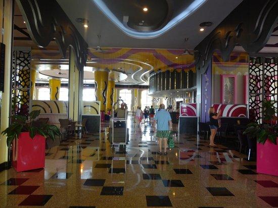 Hotel Riu Palace Bavaro:                   Parte del lobby