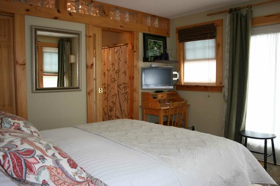 Northey Street House Bed and Breakfast: Garden room with flatscreen Cable TV