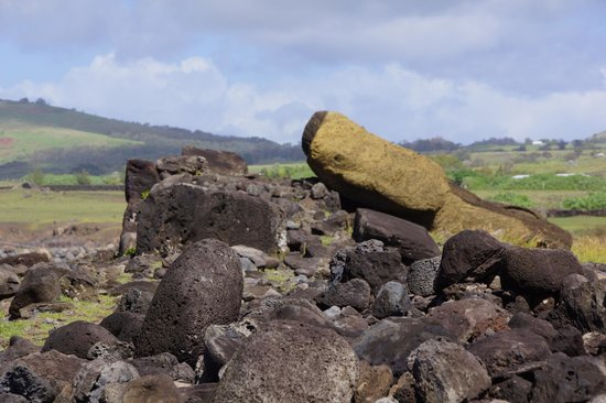 Ahu Vaihu:                   Downed moai tell the history of conflict among the tribes and natural disaster