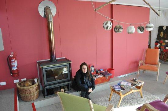Ilaia Hotel : salón con chimenea