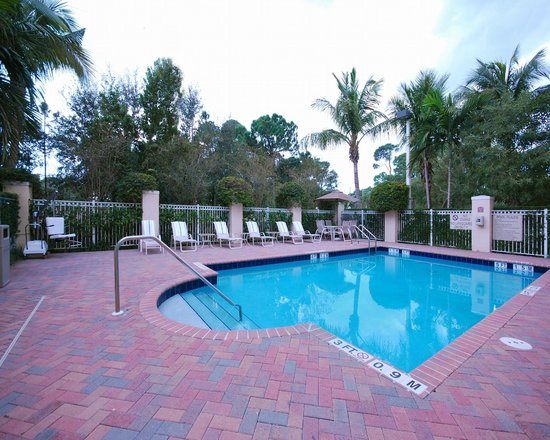 Comfort Inn & Suites Jupiter: Heated Pool