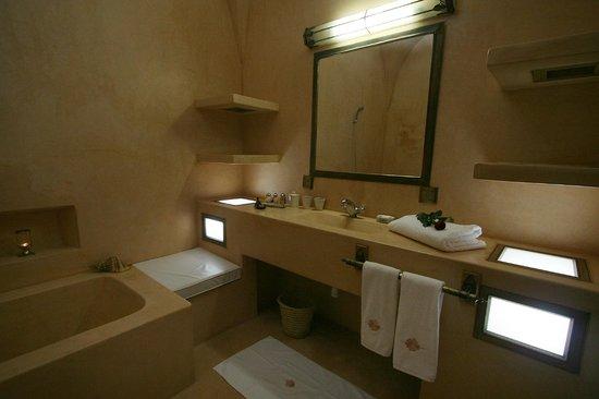 Riad Alili : La salle de bain de la Suite Grenade