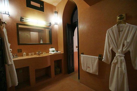 Riad Alili: La salle de bain de la Suite Hibiscus