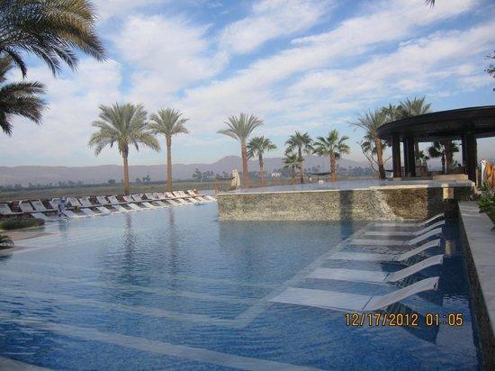 Hilton Luxor Resort & Spa:                                     Nile and Pool