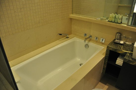 Yeouido Park Centre, Seoul - Marriott Executive Apartments :                                     Badroom