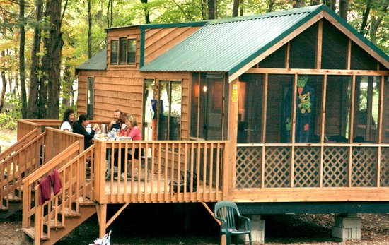 Yogi Bear's Jellystone Park at Birchwood Acres: Deluxe Lodge Rental