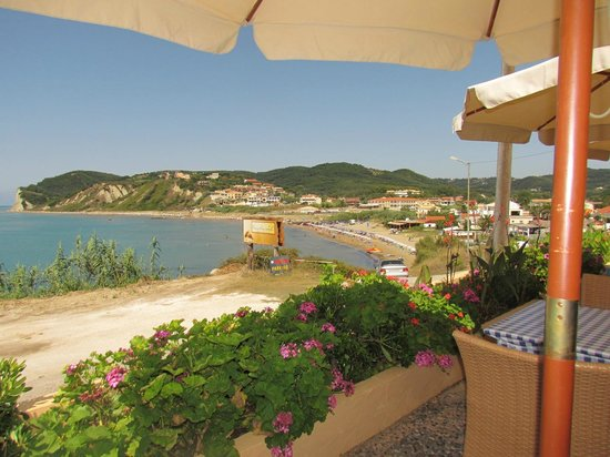 Fantasea Bar Restaurant:                   Lunch at the Fantasea - what a view