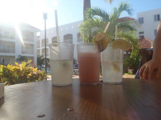 Be Live Collection Punta Cana:                                     pina , coco loco ,mai tai