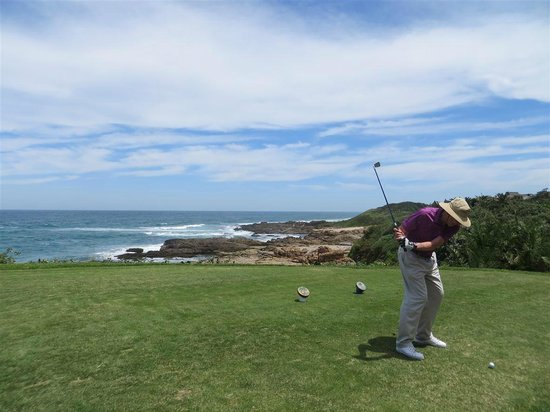 Southbroom, South Africa:                   Very pretty hole along the ocean