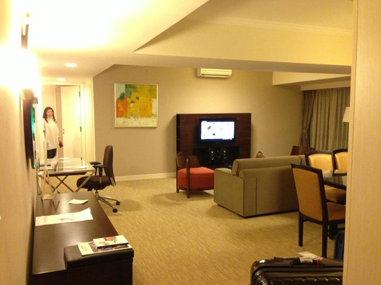 Somerset Grand Hanoi: spacious living room