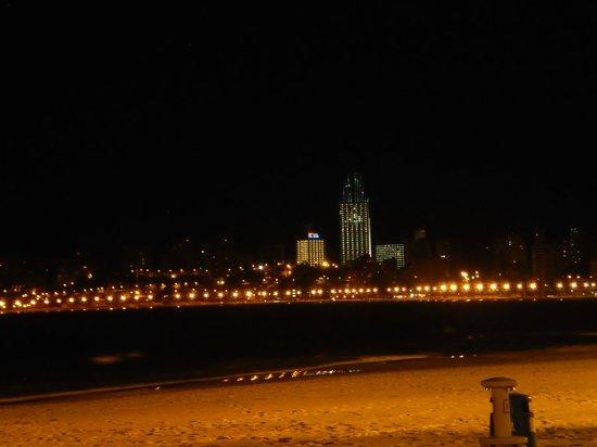 Apartamentos Atlántida: La cala at night - taken from the beach in front of the Apartementos Atlantida