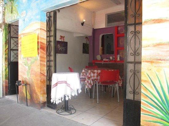 Zirahuen Café : Entrance to indoor.