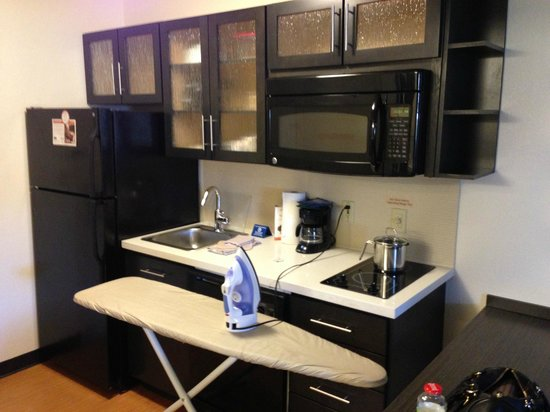 Candlewood Suites Dallas Park Central: Kitchen