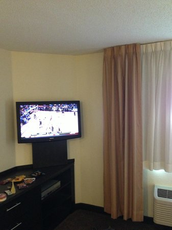 Candlewood Suites Dallas Park Central: Flat Screen