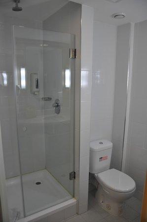 ibis Cancun Centro: ducha