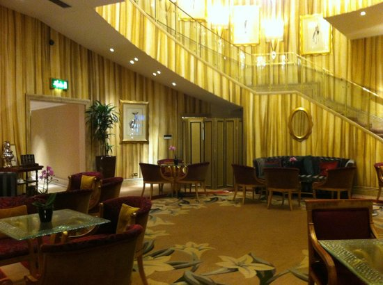 The Park Tower Knightsbridge, A Luxury Collection Hotel, London: Wonderful; 70's era lobby