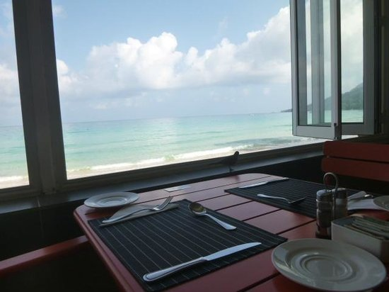 Coral Strand Smart Choice Hotel Seychelles:                   Window- break fast room