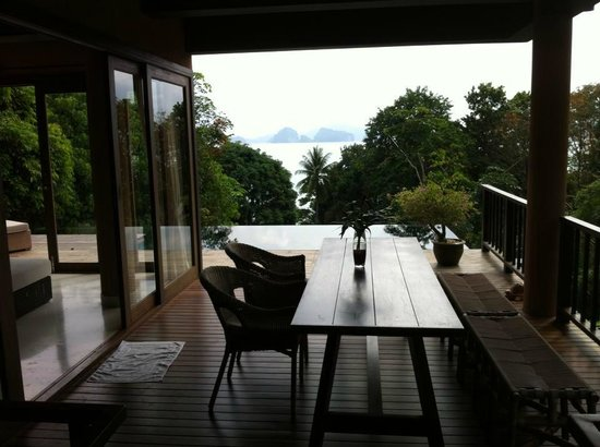 Koyao Island Resort:                   additional outside dining area
