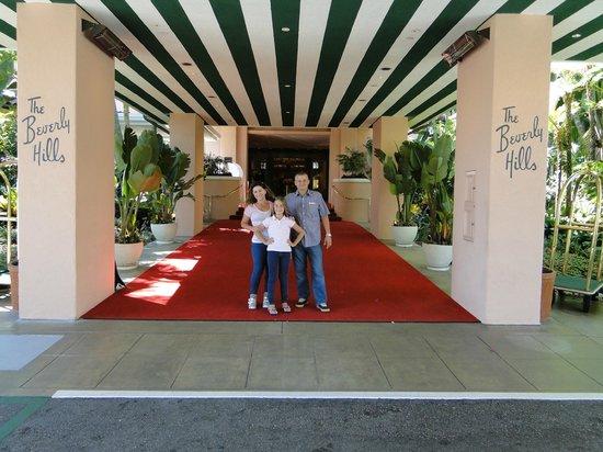 The Beverly Hills Hotel:                   esta entrade e a marca registrada e inconfundivel..