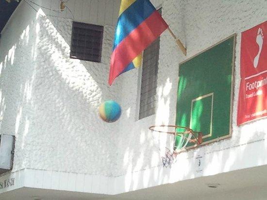 Hostel Casa Blanca: Basker ball yea!!!