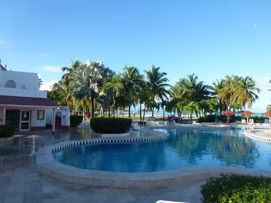 Petite piscine picture of jolly beach resort spa for Club piscine montreal locations
