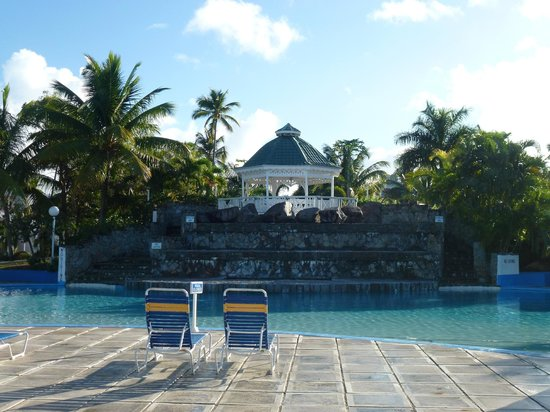 Piscine grande picture of jolly beach resort spa for Club piscine montreal locations