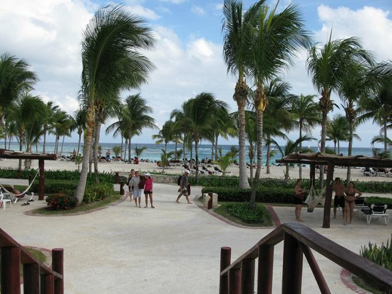 Barcelo Maya Caribe:                   Beach entry