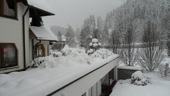 Hotel Thomahof : Lots of snow this year - view from our good heated room.