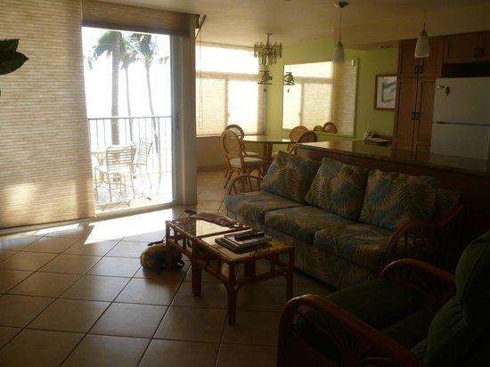 Hale Pau Hana Beach Resort:                   Lounge