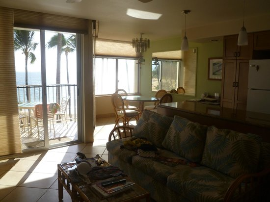 Hale Pau Hana Beach Resort:                   Kitchen/diner