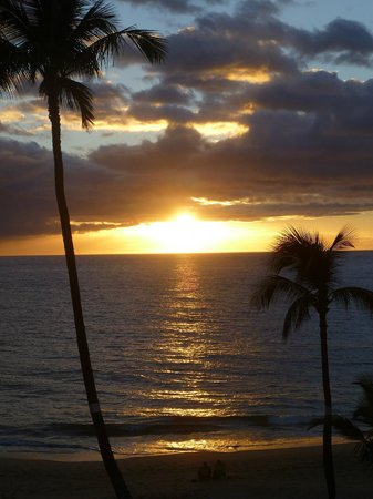 The Hale Pau Hana :                   another sunset