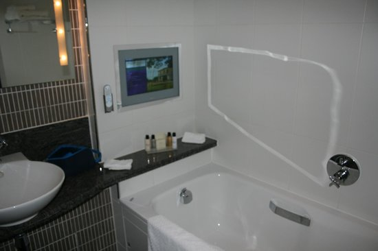 Rookery Hall Hotel & Spa:                   bathroom executive room