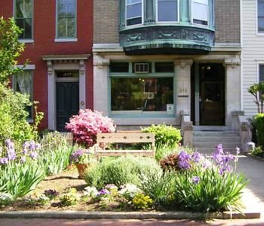 William Penn House : Peace garden and front of house