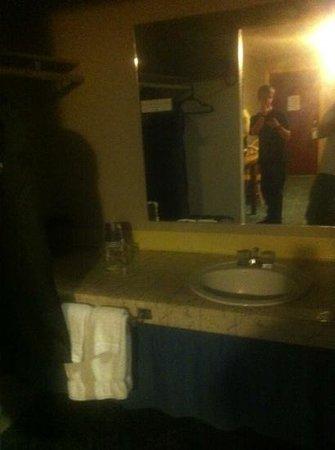 Mingo Motel:                                     sink area outside bathroom