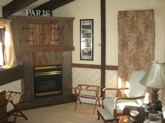 West Hill House B&B:                   Paris Suite
