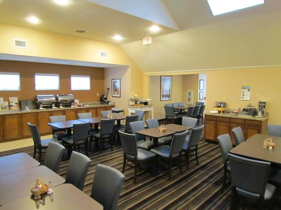 Residence Inn Louisville East : Dining Room Area