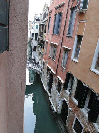 Kette Hotel: hermosa vista del pequeño canal desde nuestra ventana