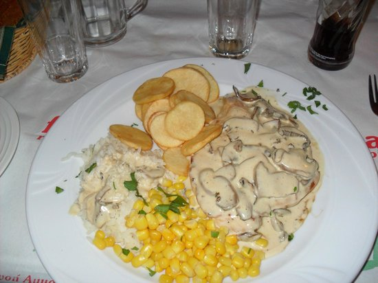 Finikas :                   Chicken with mushroom sauce