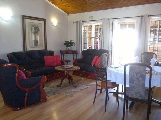 Simonsberg Guest House:                   Salotto