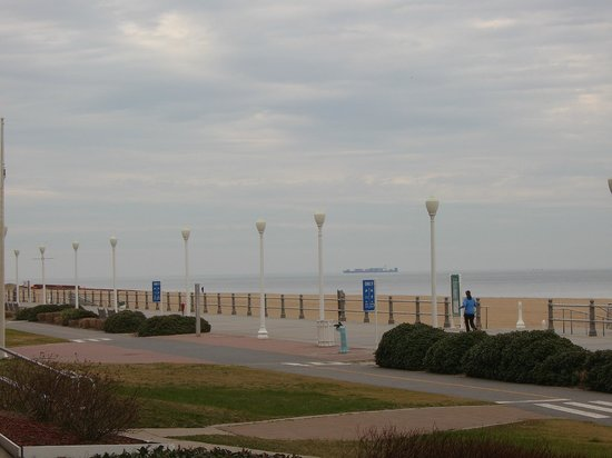 Holiday Inn Oceanside Virginia Beach: The Boardwalk