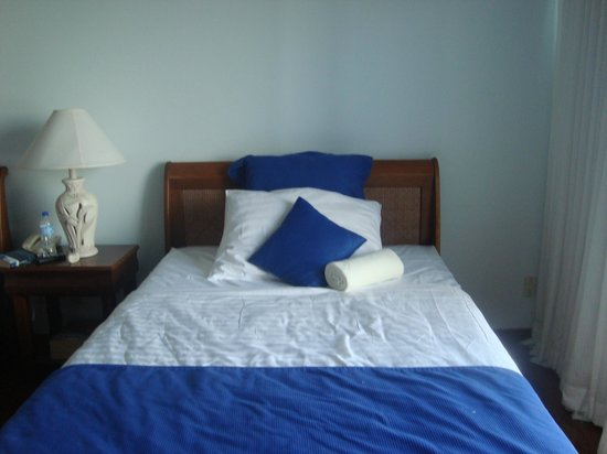 Blue Haven Hotel: one of the beds in our room