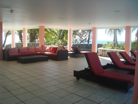 Blue Haven Hotel : covered relaxation area adjacent to pool - overlooking the water