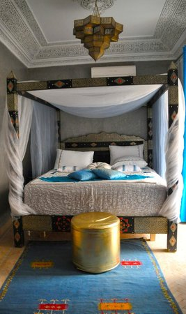Riad Princesse du Desert: Beautifully decorated and extremely comfortable turquoise room