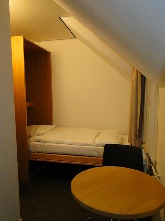 Hotel Basilea: habitacion triple