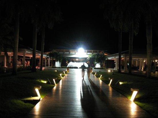 Catalonia Bavaro Beach, Casino & Golf Resort :                   Center Fountain at Main Building