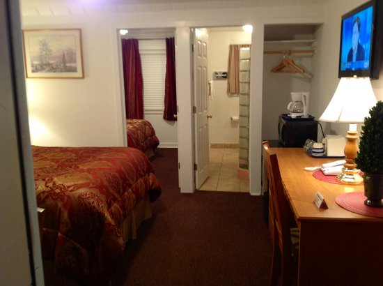 Holiday Motel: 2 BED ROOM