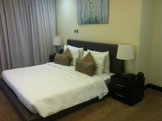Kempinski Residences & Suites, Doha:                                     The bedroom