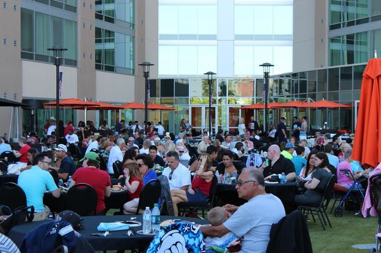 University Plaza Waterfront Hotel: 4th of July BBQ Celebration