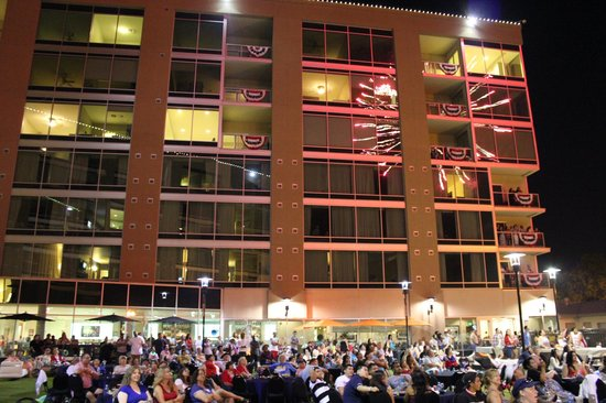 University Plaza Waterfront Hotel: 4th of July BBQ Celebration