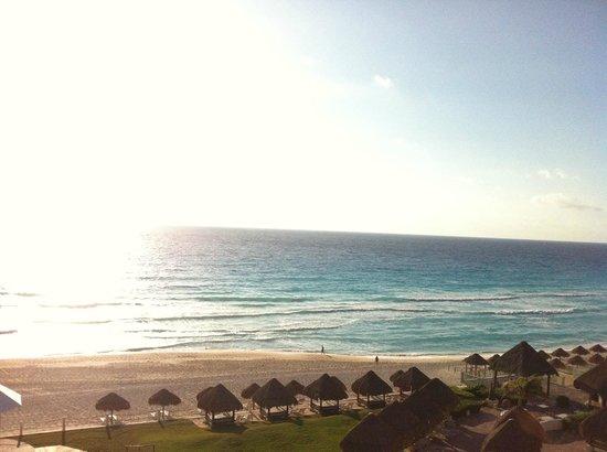Paradisus Cancun:                   Vista do quato ao nascer do sol...Pirâmide 5, 5°andar
